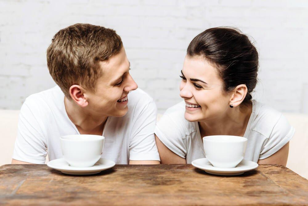 Sex auf dem Tisch: So klappt das spontane Liebesspiel